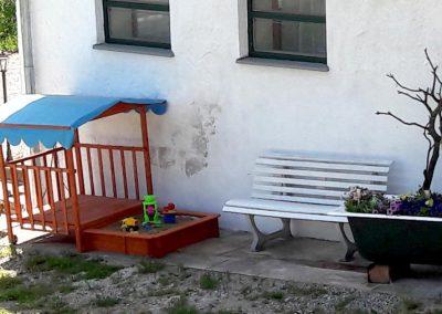 Sandkasten für die kleinen Gäste