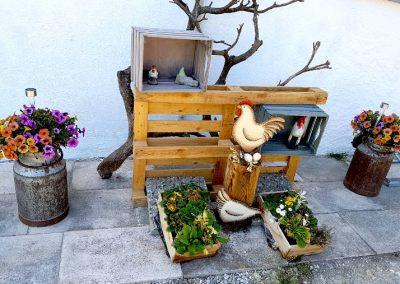 Frühlingsdekoration des Gasthofs zum Bergerwirt Buchbach