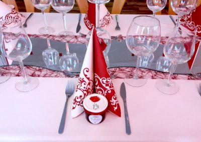 Hochzeitstischdekoration des Gasthofs zum Bergerwirt Buchbach